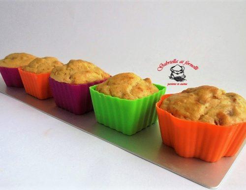 Muffin salati con pecorino e salame
