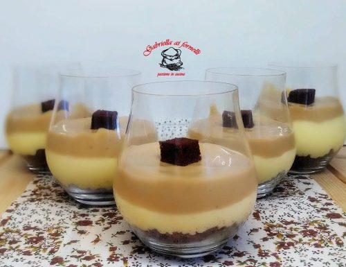 Delizia al cioccolato bianco in bicchiere