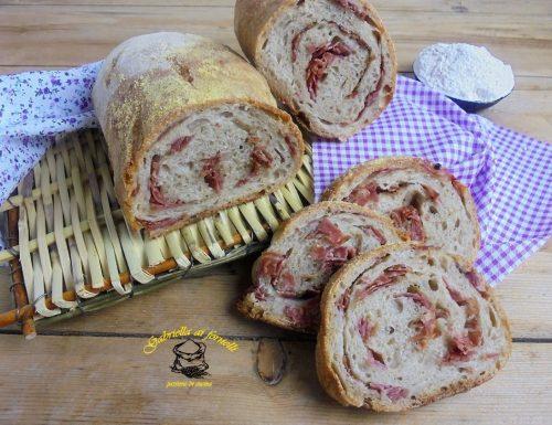 Pane con salame a lievitazione naturale