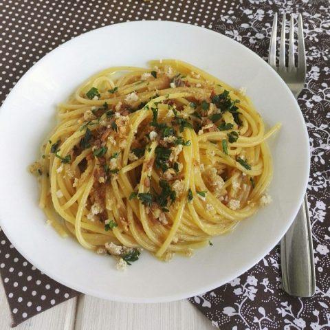 Spaghetti con alici sott'olio