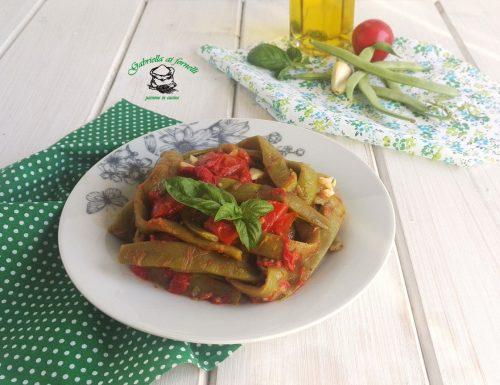 Fagiolini col pomodoro, basilico e aglio