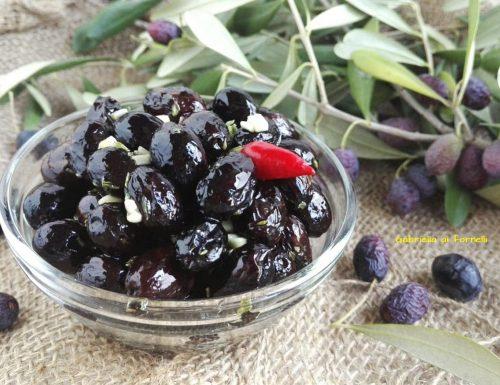 Olive nere sotto sale fatte in casa