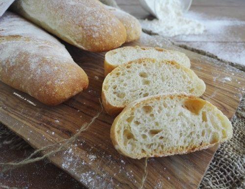 Sfilatini di pane bianco fatti in casa