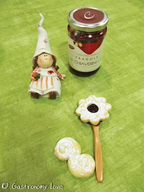 Biscotti di frolla con confettura alle fragole 2