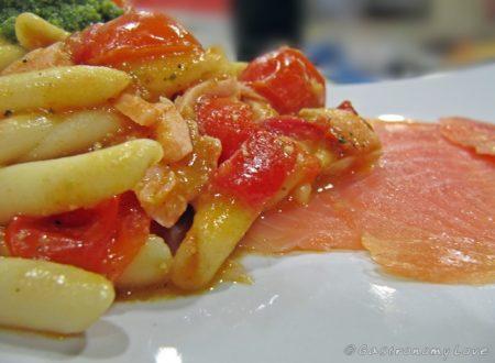 Fusilli calabresi con pomodorino salmone e pesto