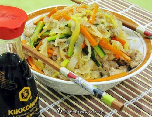 Shirataki di Konjac con carne e verdure