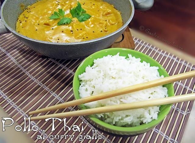 pollo thai al curry giallo