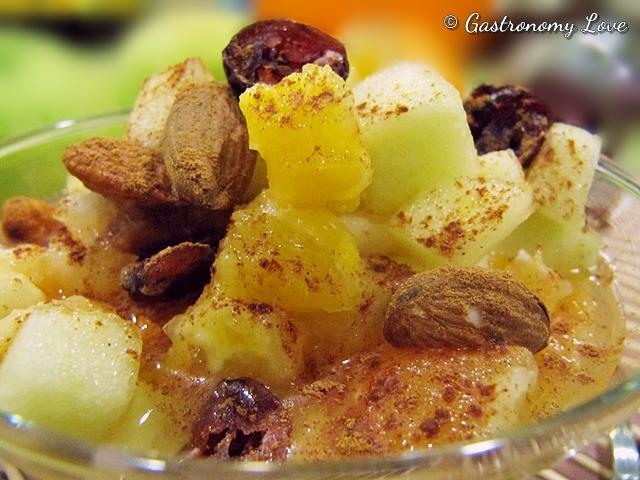 Macedonia delle feste con uvetta, mandorle e cannella 2