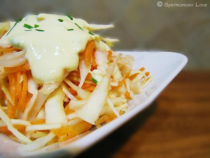 Coleslaw salad: insalata di cavolo cappuccio e carote