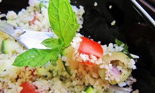 Insalata vegana di cous cous pronta in 10 minuti
