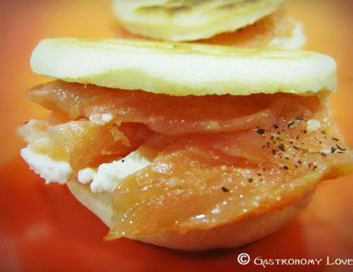 Mini piadine con panna acida & salmone affumicato