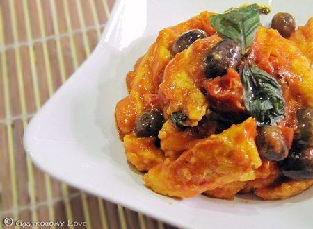 Straccetti di pollo alle olive nere