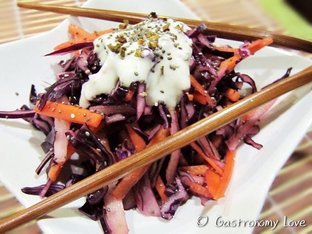 Insalata di cavolo viola,carote e pera