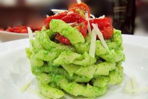 Pasta al pesto di rucola e pomodorini