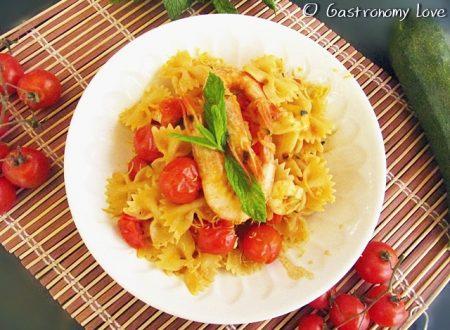 Pasta zucchine e gamberetti al profumo di curry e menta