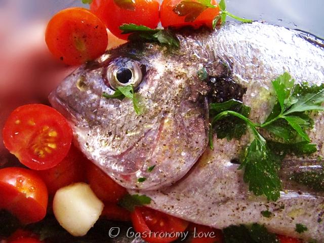 Pesce al forno all'acqua pazza