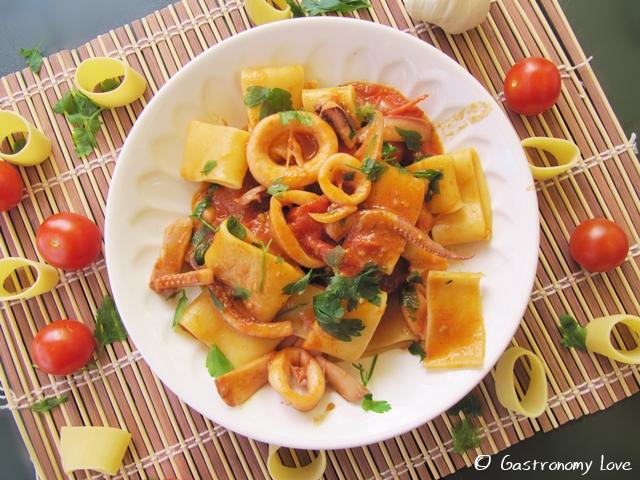 Calamarata: pasta con i calamari alla napoletana | Gastronomy Love