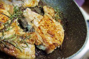 Braciole di maiale in padella: tenere e saporite, pronte in 5 minuti!