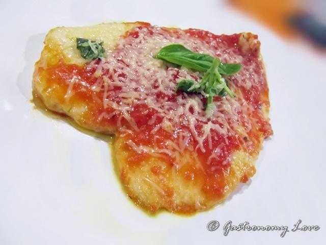 Scaloppina di petto di pollo al pomodoro e parmigiano_piatto finito