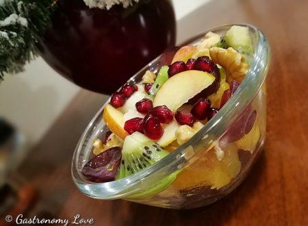 Macedonia di frutta con kiwi e noci
