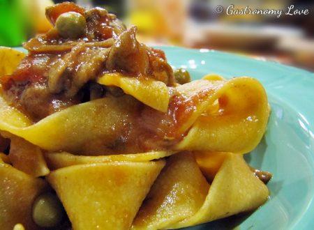 Pappardelle alla Calimera: funghi, pomodoro,pancetta e piselli