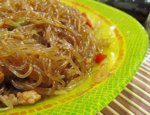 Spaghetti di soia con carne piccante