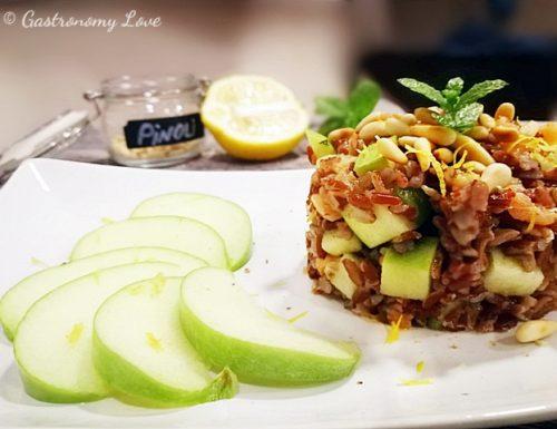 Insalata di riso rosso al salmone e mela verde