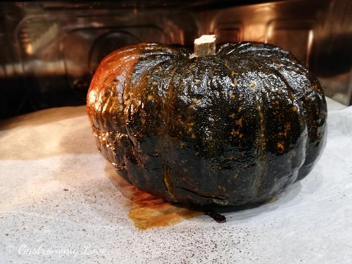 Come cuocere una zucca intera al forno