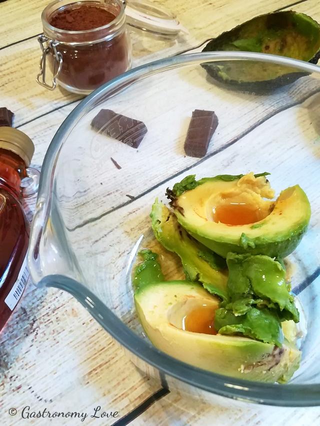 Crema di avocado al cioccolato ricetta