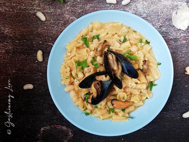 Pasta fagioli e cozze alla napoletana