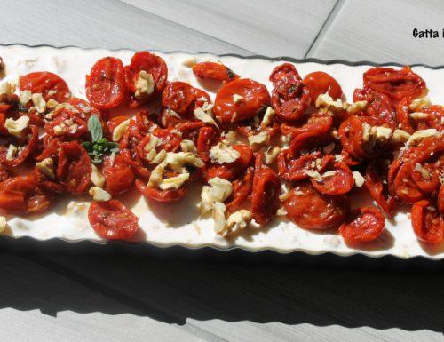 Cheesecake salata ricotta, noci e pomodorini