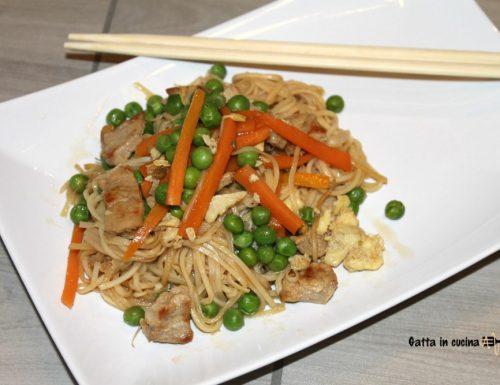 Noodles con vitello e verdure