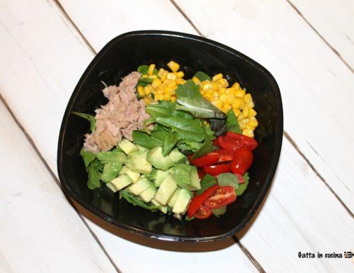 Insalata con tonno e avocado