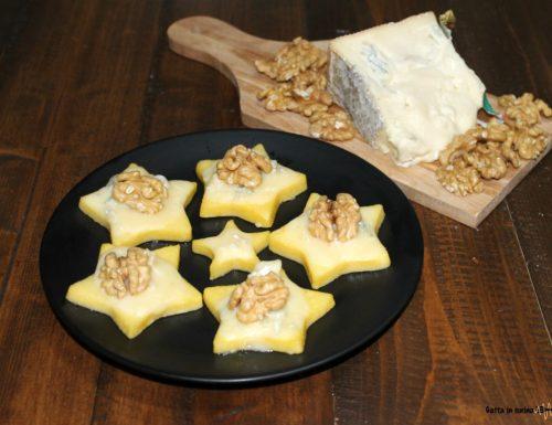 Stelle di polenta con gorgonzola e noci