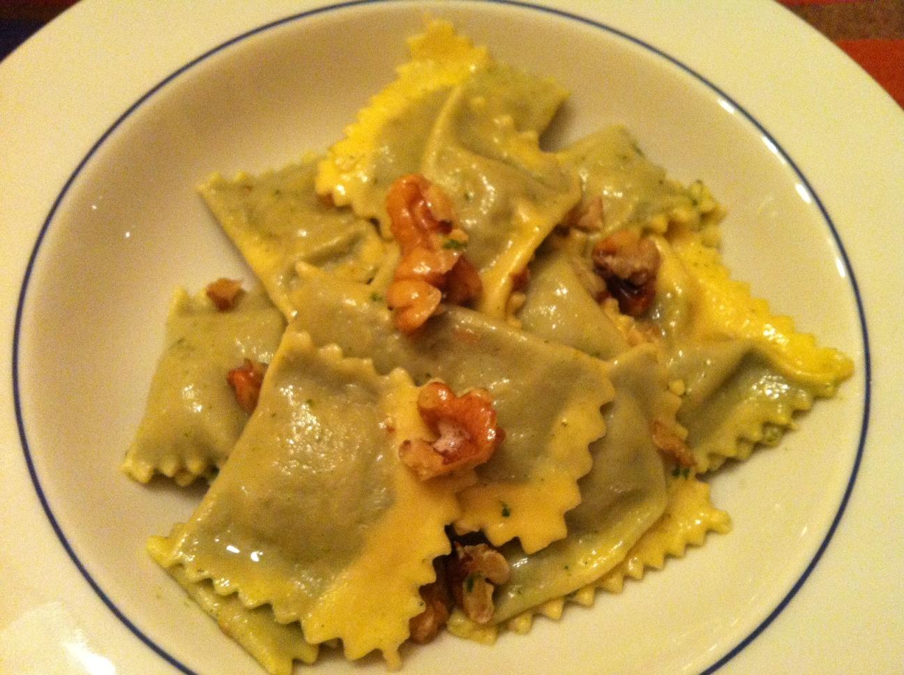 ravioli burro salvia e noci a cena con amici - Cena Con Amici Cosa Cucinare