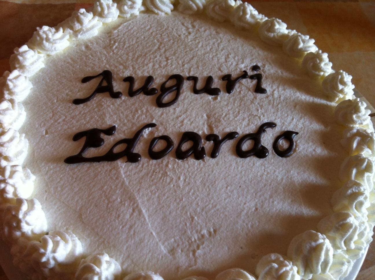 scritta su torta bianca