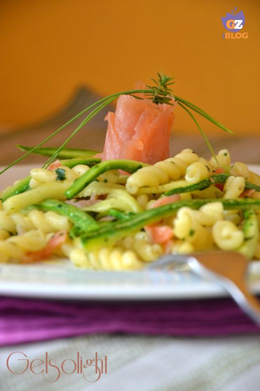 gemelli salmone e zucchine julienne vert