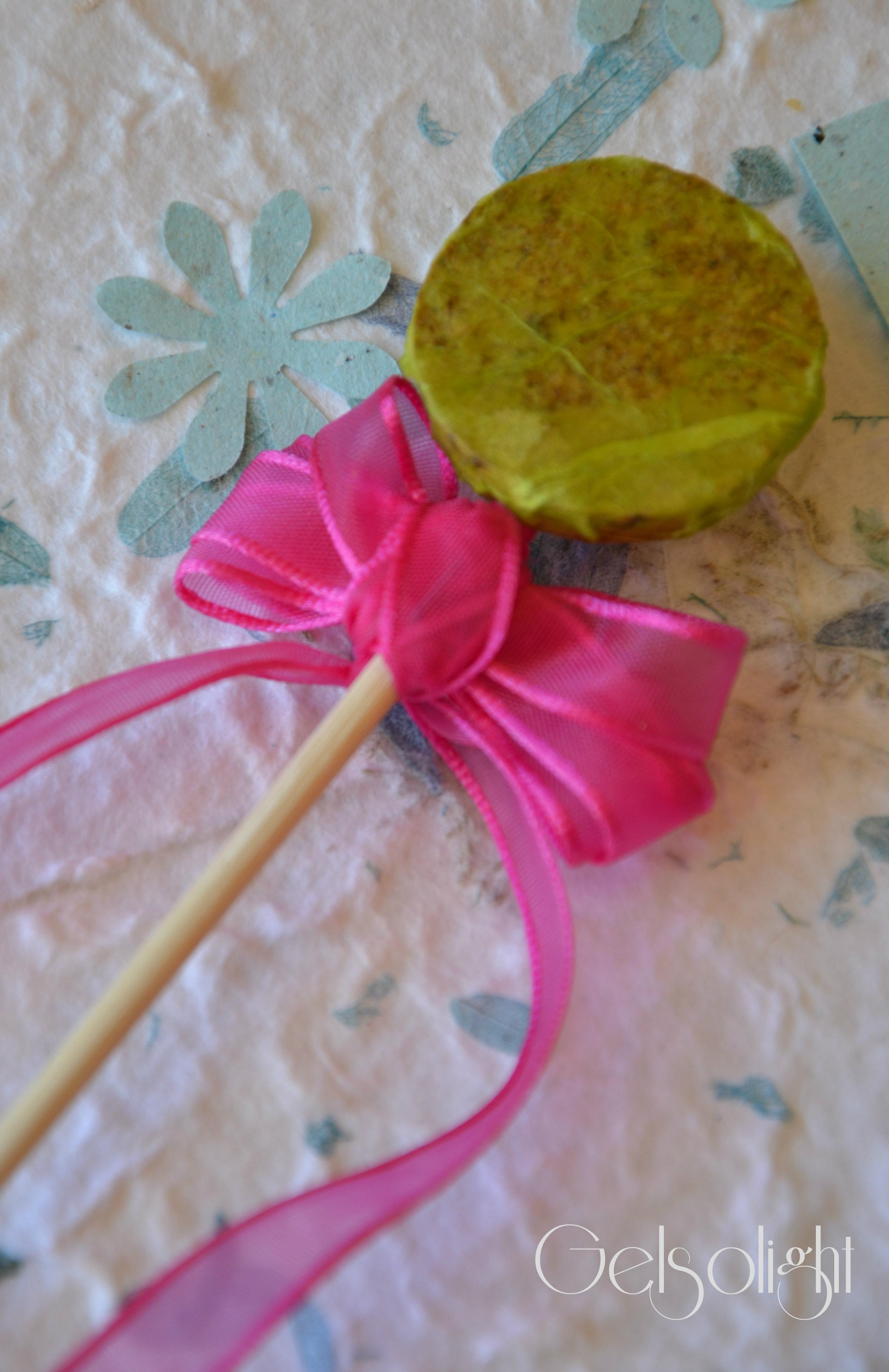 Decorare la tavola con carta di riso e carta colorata