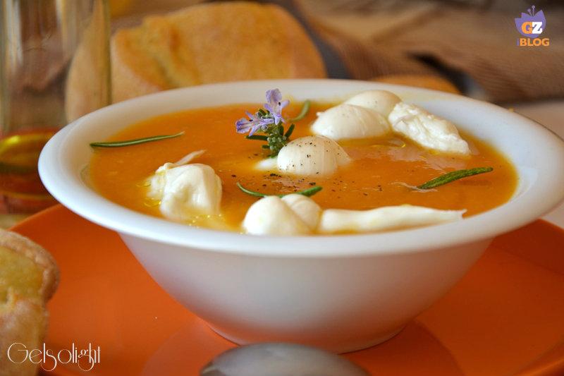 vellutata zucca e porri con nodini di mozzarella oriz