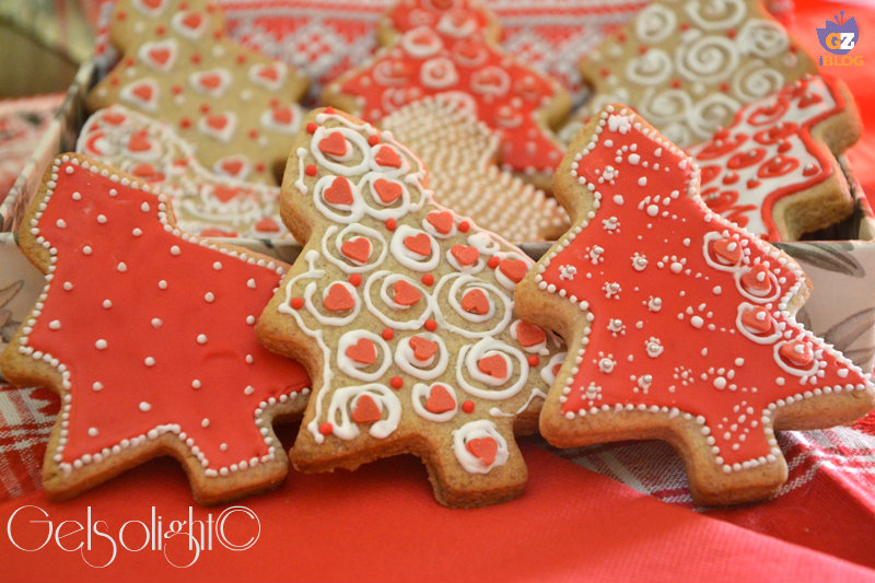 biscotti natalizi con ghiaccia reale or panoramica ok
