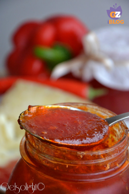 confettura di peperoni e peperoncini cucchiaio
