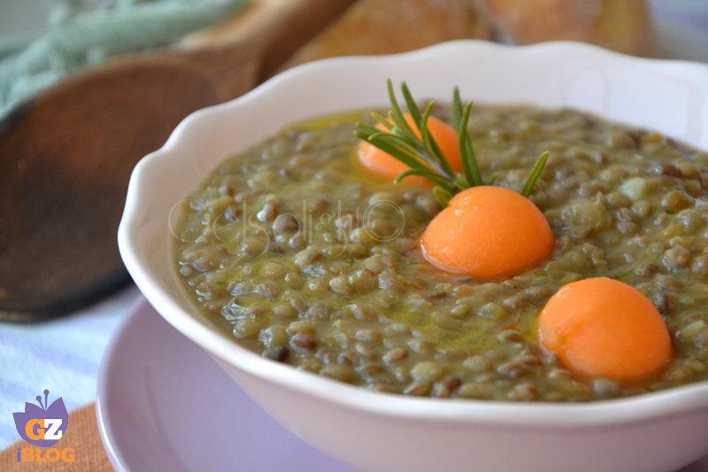 minestra di lenticchie valle grana con palline di zucca gialla or