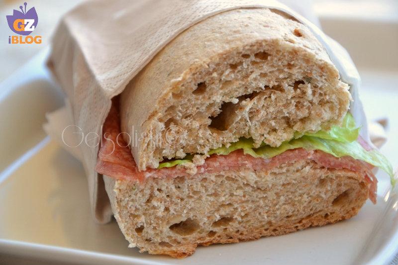 pane integrale con lievito madre fetta