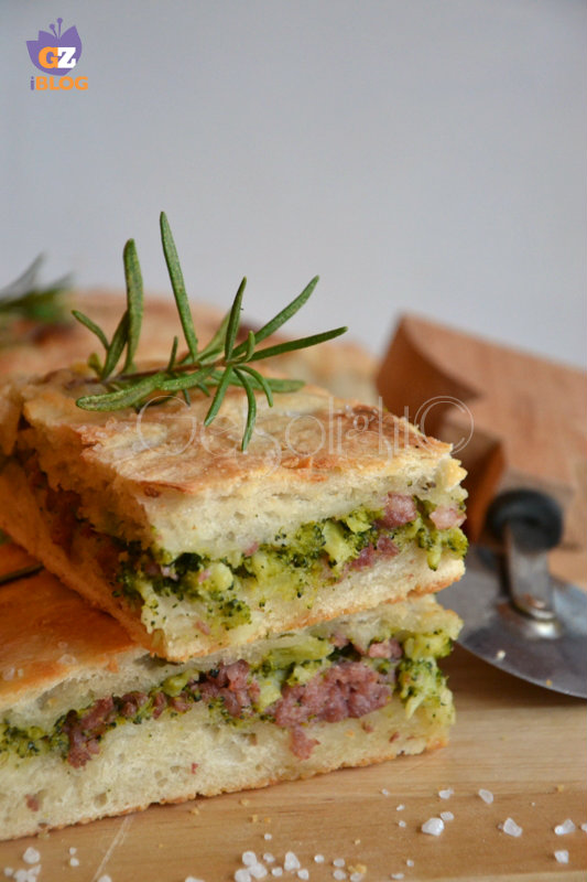pizza ripiena con broccoli e salsiccia vert