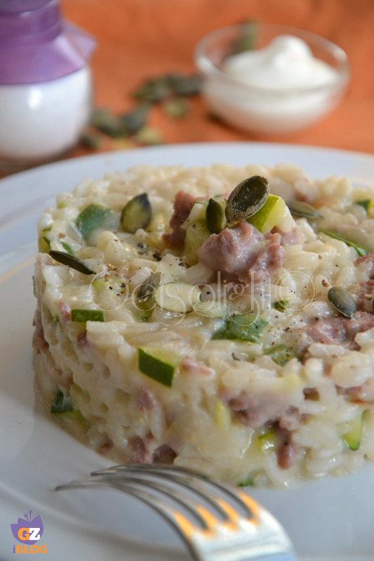 risotto zucchine salsiccia e semi di zucca vert
