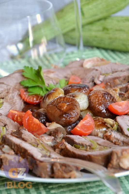 Rollata con zucchine scamorza e pancetta con cipolle in agrodolce (1)