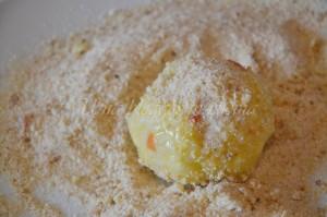 Impanatura crocchetta 2 - pangrattato
