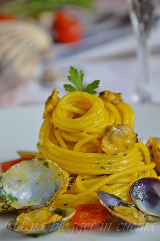 spaghetti vongole e zafferano (2)