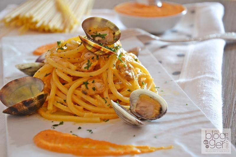spaghetto quadrato con pesto di peperoni e vongole