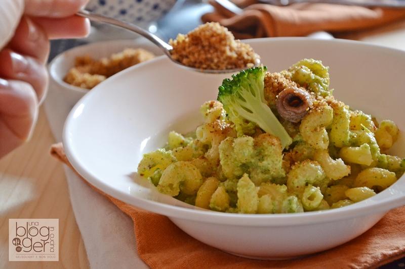 Pasta ammolliccata con crema di broccoli e alici (1)